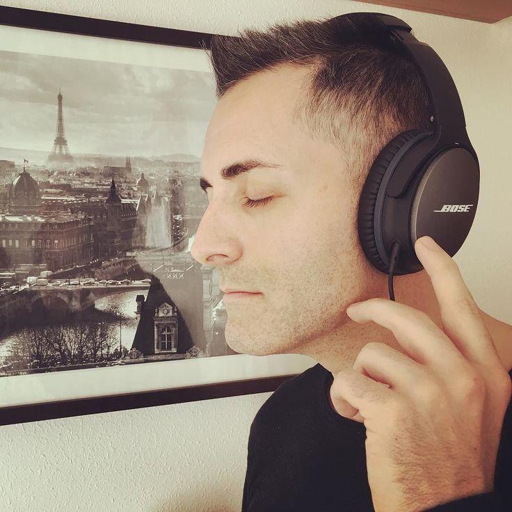 Disfrutando de mis nuevos #headphones de @Bosé con reducción de #ruido superior que da #vida a tu #música #favorita. Con un #ajuste #externo cerrado y #ligero. Además puedes controlar tu música y #llamadas con el mando a #distancia con #micrófono #integral. Un auténtico #placer para los #amantes de la música. #auriculares #style #music #loveison #lovemyjob #PIC #cool #paris #javierreyes #elreyes #bose #instagood #instagram  #fashionblogger #estilo http://ift.tt/1Gls1uz. #fashion by…