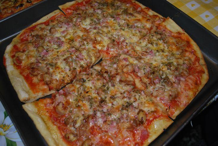 Pizza alla messicana: fagioli, pancetta, cipolla, peperoncino piccante... che volete di più??