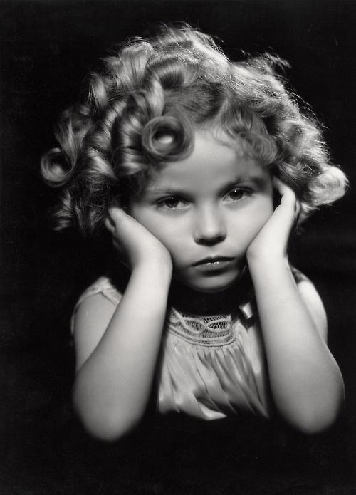 Shirley Temple una excelente actriz y modelo infantil en una maravillosa época fotográfica y fílmica.