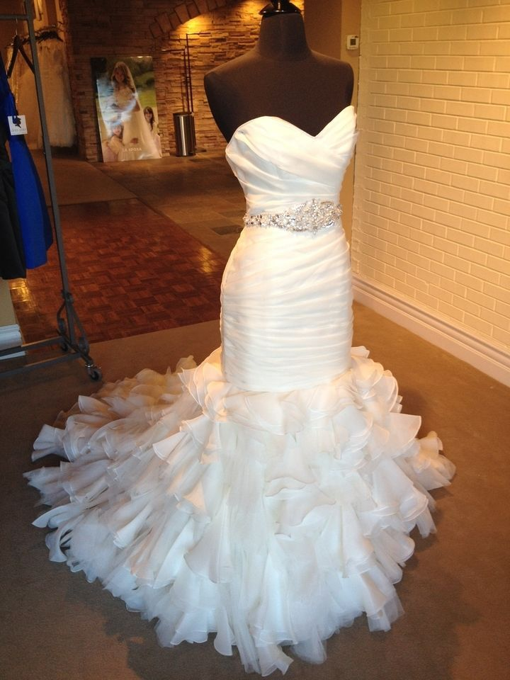 Maggie Sottero Divina Wedding Gown size 10 sweetheart, mermaid, trumpet FOR SALE IVORY
