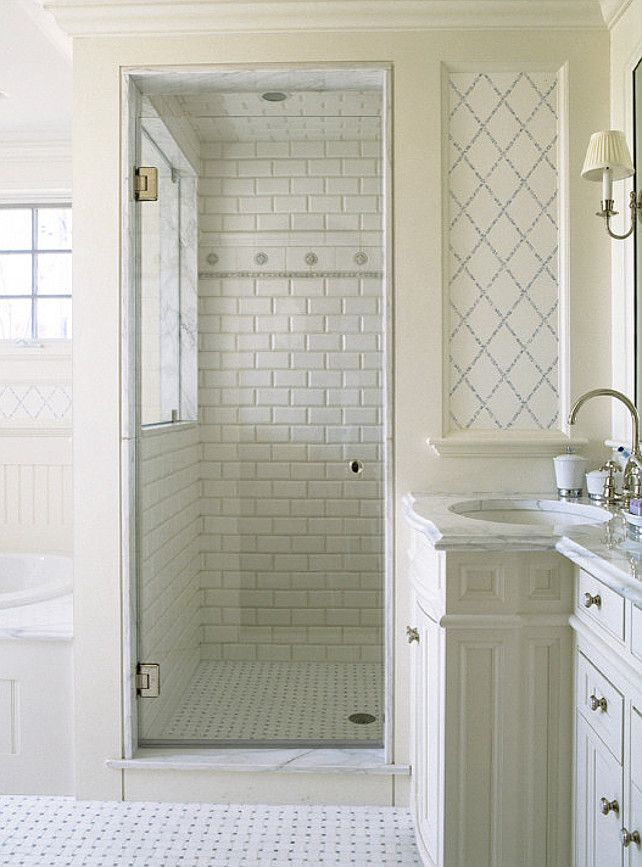 Baños Estilo Toscano:Small Bathroom White Subway Tile Walk-In Shower