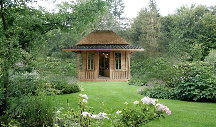 Een tuinhuis van Villa Semesta is een zeer speciale aanwinst in uw tuin. Villa Semesta levert bijzondere teakhouten tuinhuizen, chalets, trekkershutten en veranda's. Wij bouwen uw tuinhuis uit grotendeels gerecycled onderhoudsvrij teakhout.
