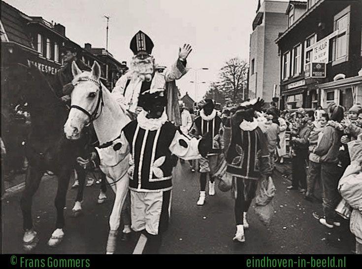 Eindhoven 1991 http://www.eindhoven-in-beeld.nl/picture/show/44282/Intocht-Sinterklaas-in-Eindhoven-in-1991