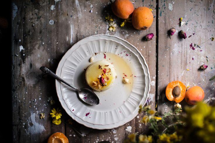 Semifreddo allo zafferano con albicocche al sambuco - di Valentina Solfrini #fuudly #ricette #cucinaconzaffy