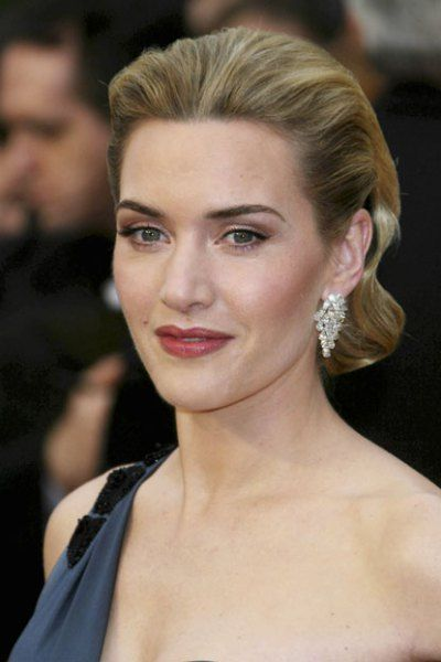 BEST: Kate Winslet looked impeccably flawless, opting for reddish-toned lipstick, neutral eye shadow and a pulled back 'do in 2009.