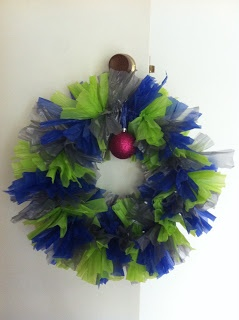 The easiest Christmas kids craft ever :) http://www.katesaysstuff.com/2011/11/christmas-craft-easy-peasy-rubbishbag.html?m=1