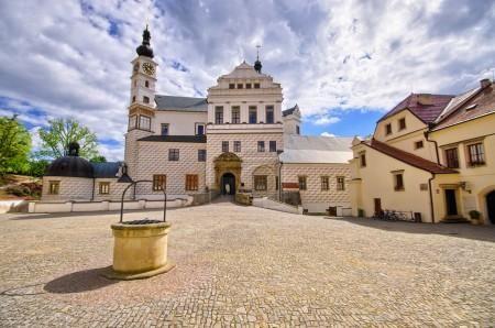 Palác Pardubice, Česká republika