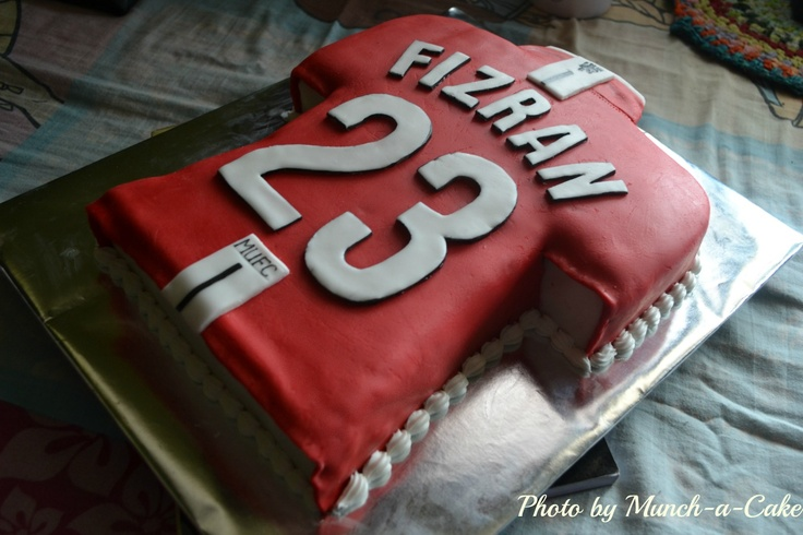 Manchester United football jersey cake