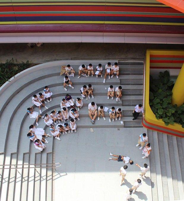 Após reforma, escola infantil ganha pintura ultracolorida   Catraquinha
