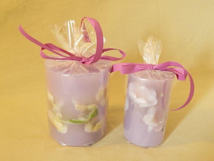 Μοβ χειροποίητα κεριά με άρωμα βανίλιας. Purple handmade candles with vanilla aroma.