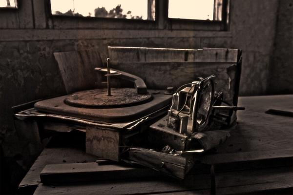 Found this beauty lost and forgotten in Salton Sea.: Beautiful Lost, Salton Sea, Lost Music