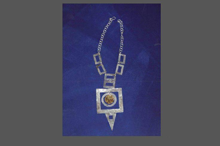 collare medievale in argento e centrale in oro