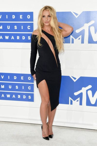 Britney Spears in Julien Macdonald - Every Look from the 2016 MTV VMAs - Photos