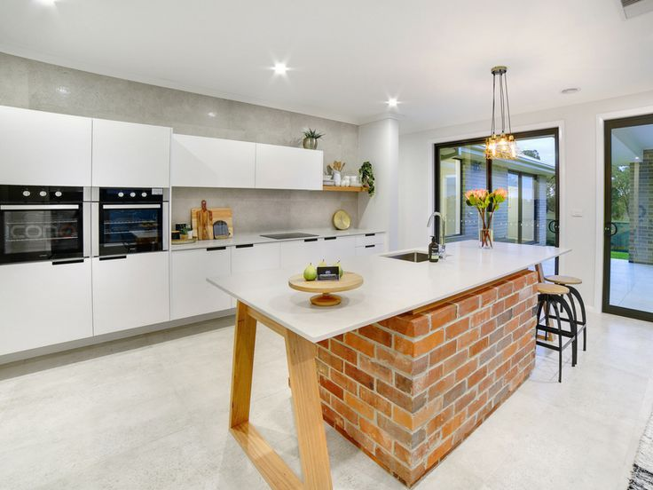 The coolest kitchen island bench in the #Riverina! #kitchen #Robersonconstruction #iconobuildingdesign #dreamkitchen #homedecor #stylebyblondes #familyhome #Australianhomes
