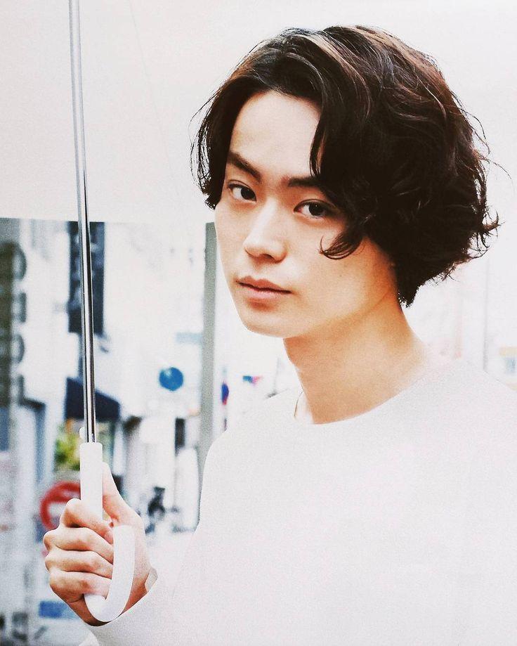 いいね!60件、コメント3件 ― すんさん(@sudasu0221)のInstagramアカウント: 「. 雨が降るたび思うこと… この白王子が目の前に現れないかなぁ← . #菅田将暉#masakisuda」