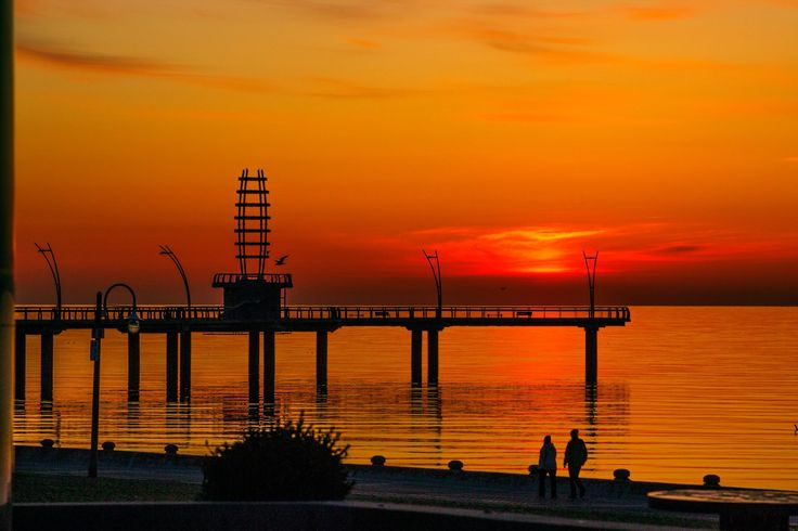 A nice sunrise from the pier in Burlington Ontario this morning. Still cold here as it was 0 degrees when I took this.