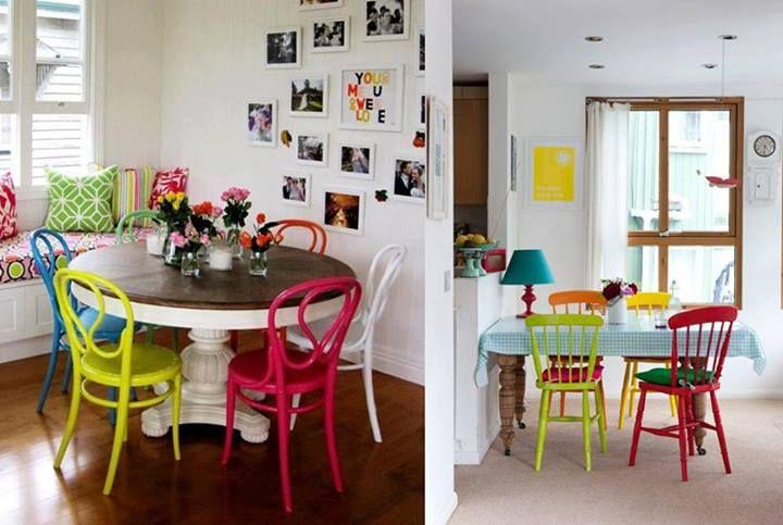 Cadeiras coloridas.