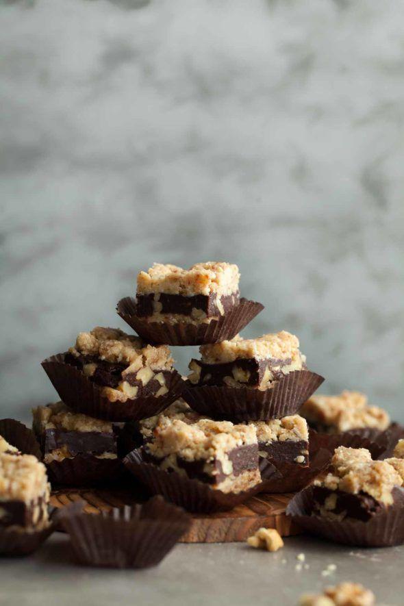 No-Bake Chocolate Walnut Crumb Bars (Raw, Vegan, Paleo) // No-bake, raw, paleo and vegan chocolate walnut crumb bars with a chewy cashew coconut crust, a rich fudgy chocolate walnut center and crumb topping. // @gourmandeinthek