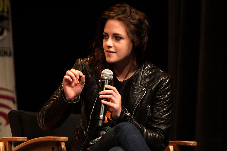 Kristen Stewart Wants Robert Pattinson To Think She Is Gay Because of Him? - http://www.morningnewsusa.com/kristen-stewart-wants-robert-pattinson-think-gay-2365920.html