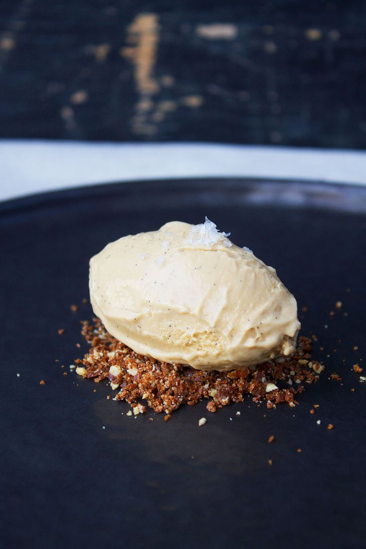 Ice cream with brown sugar and nougatine