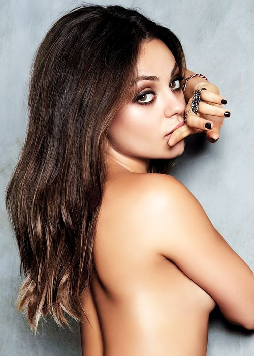 Mila Kunis Daily finally back with Ashton a better fit than Demi for sure. BELLA, COQUETA Y SEXI.