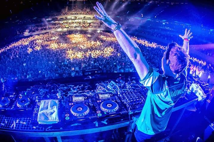Hardwell On Air – Episode 167 here is the link http://modernlifefm.com/hardwell-on-air-episode-167/