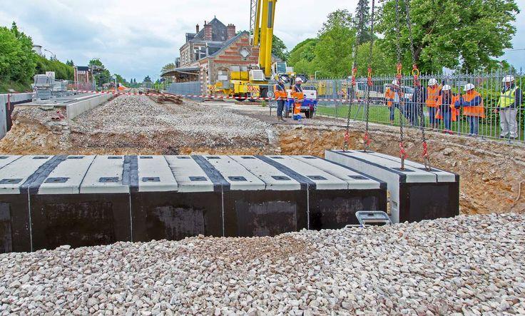 Gare ferroviaire de Sées (61) : accostage de l'avant dernière pièce.  Pour tous vos projets d'aménagement des gares ferroviaires, rampes et passages souterrains, pensez à consulter un spécialiste référencé en la matière.