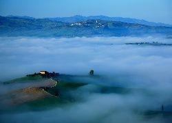 Włochy, Toskania, Droga, Domy, Góry, Drzewa, Mgła