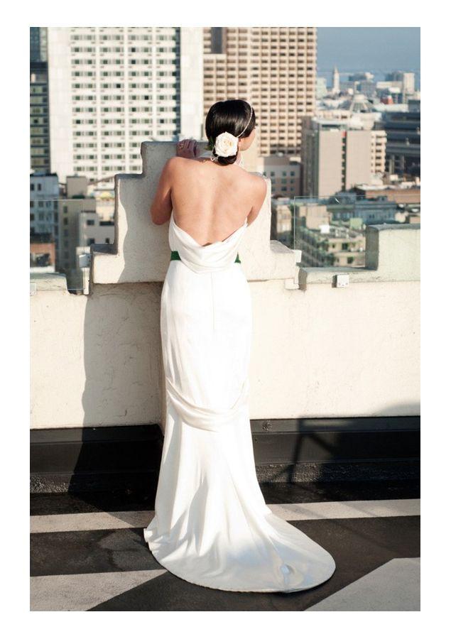 Trendy Wedding, blog idées et inspirations mariage ♥ French Wedding Blog: {le dos de la mariée} un décolleté toujours plus plongeant