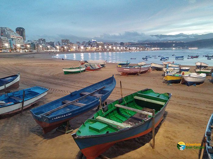 5 Irresistible Reasons to Hike Along the Las Canteras Beach