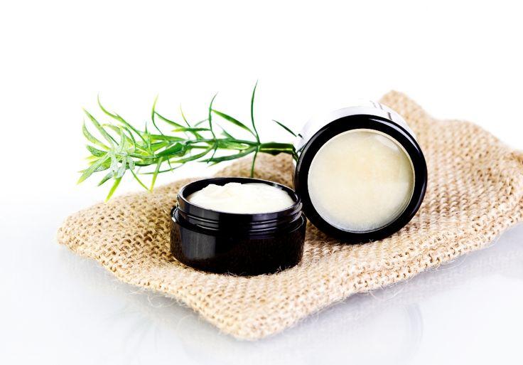 Tratamentele cele mai populare impotriva ridurilor si a porilor dilatati contin, aproape de fiecaredata, doua ingrediente - ulei de cocos si praf de copt. Toti cei care au incercat aceasta crema antirid facuta in casa