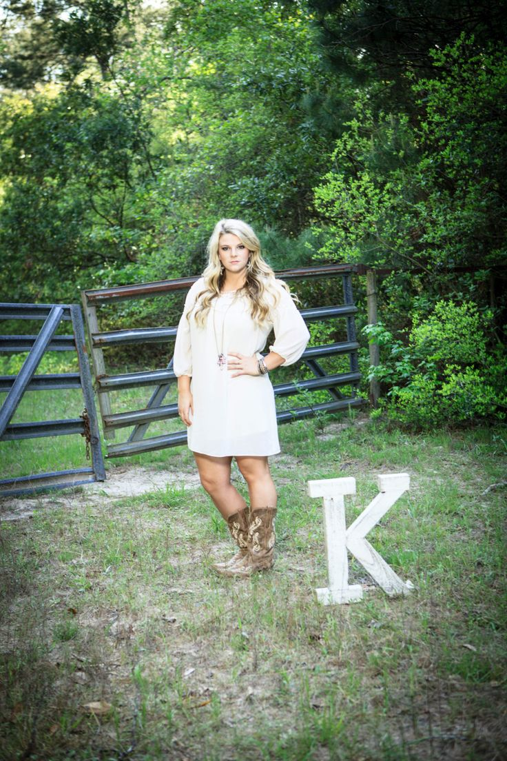 Senior pictures with your name initial!