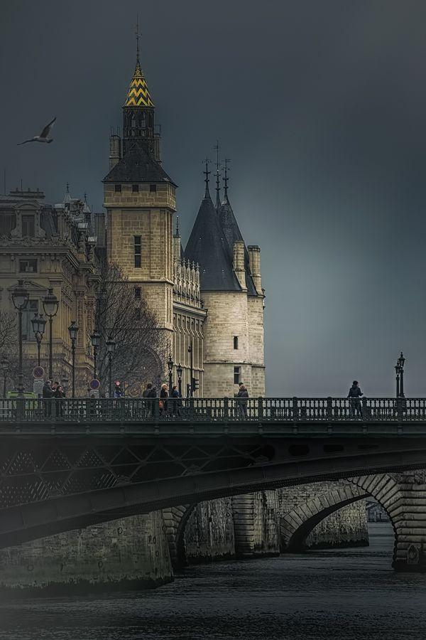 thepictorialist:On the river—Paris, France 2015 www.joselito28.tumblr.com