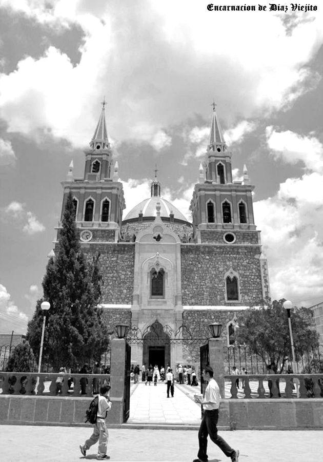 Templo de la Sagrada Familia en Encarnacion de Diaz Jalisco Mexico ... semiactual