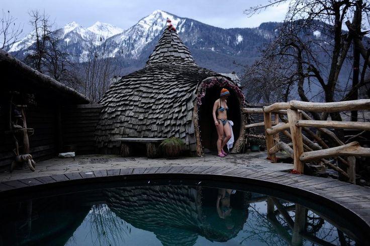 Entspannen wie ein Hobbit: Architektonisch hat der Komplex einiges zu bieten.