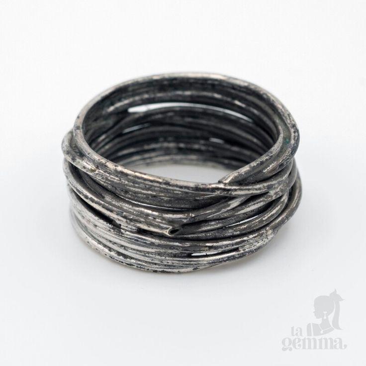 Anello filo della vita, creato in argento 925 brunito.