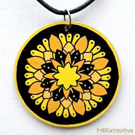 Bekijk dit items in mijn Etsy shop https://www.etsy.com/nl/listing/501877483/necklace-with-handpainted-wooden-pendant