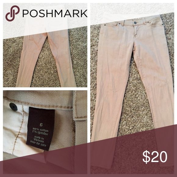 The Limited Kaki Skinny Jeans - Size 6 🚨FLASH SALE $5 OFF THIS WEEKEND🚨Like new, very light wear The Limited kaki colored skinny jeans. Perfect for business casual work environments. Super comfortable and very versatile! Great deal, retails for $80.     Make an offer! Prices are negotiable 👍 The Limited Jeans Skinny
