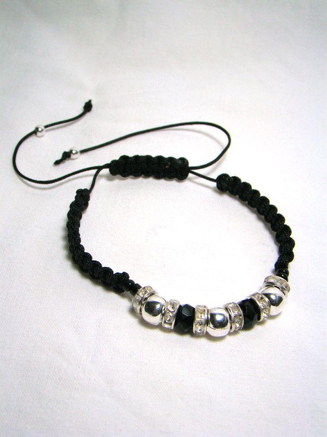 perles de verre, perles de métal, strass et macramé