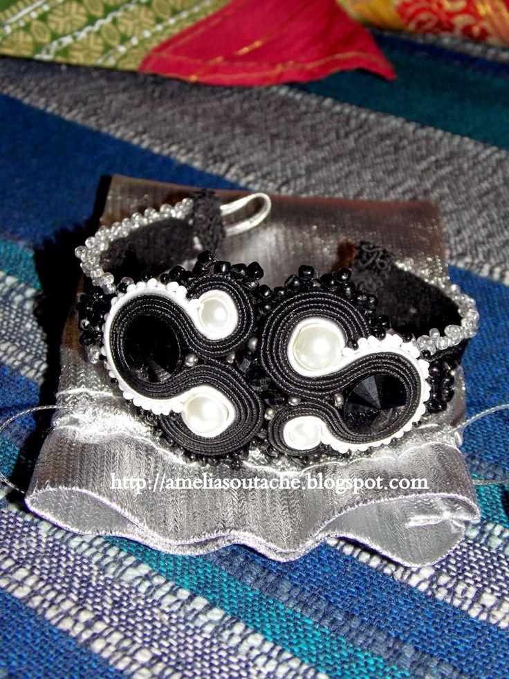 Bransoletka czarno-biała wykonana metodą haftu sutasz.Kamienie  swarovski i perły.