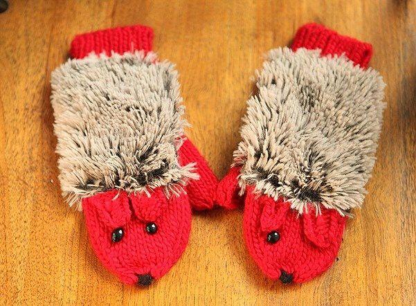 「送料無料 手袋 レディース ミトン ニット 動物 ハリネズミ ふわふわ 手編み風 ハンドメイド風 アニマル手袋 手遊び パペット」の商品情報やレビューなど。