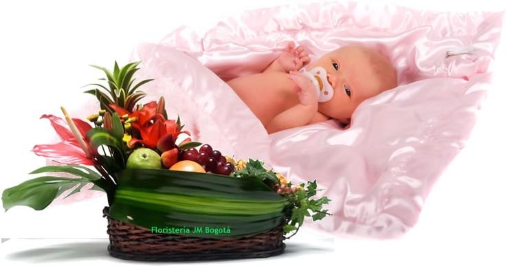Cuando nace un bebé la alegría por una nueva vida se multiplica. Los amigos, los conocidos, los familiares y particularmente los padres están expectantes de conocer ese nuevo ser. Sin embargo, la madre es la mas dichosa pues tuvo una íntima participación durante los últimos meses. Un Arreglo Floral con Frutas será bien recibido no solo por la belleza sino por tranquilidad que irradia y la salud que proporciona.