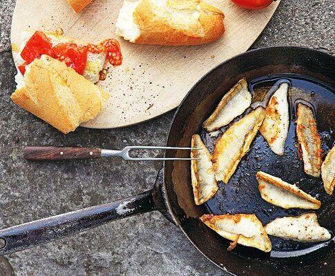 Eglifilet mit Tomaten und Baguette
