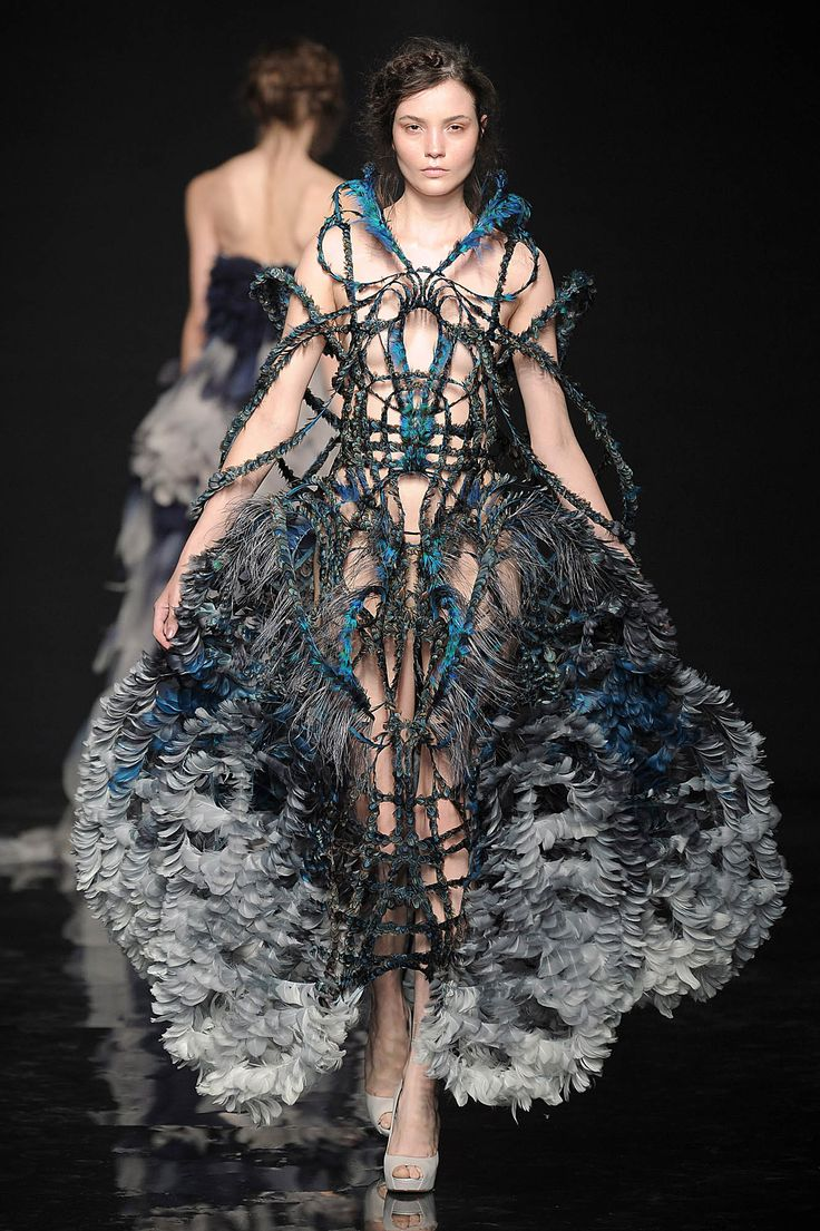 "Yiqing Yin Avante Garde Fashion Couture. ""Yiqing Yin studied at the Ecole Nationale des Arts Décoratifs, Immigrating from China at age 4. Yiqing Yin has won the Grand Prize of Creation of the City of Paris. She first presented her creations at the Hyères International Festival in 2010."