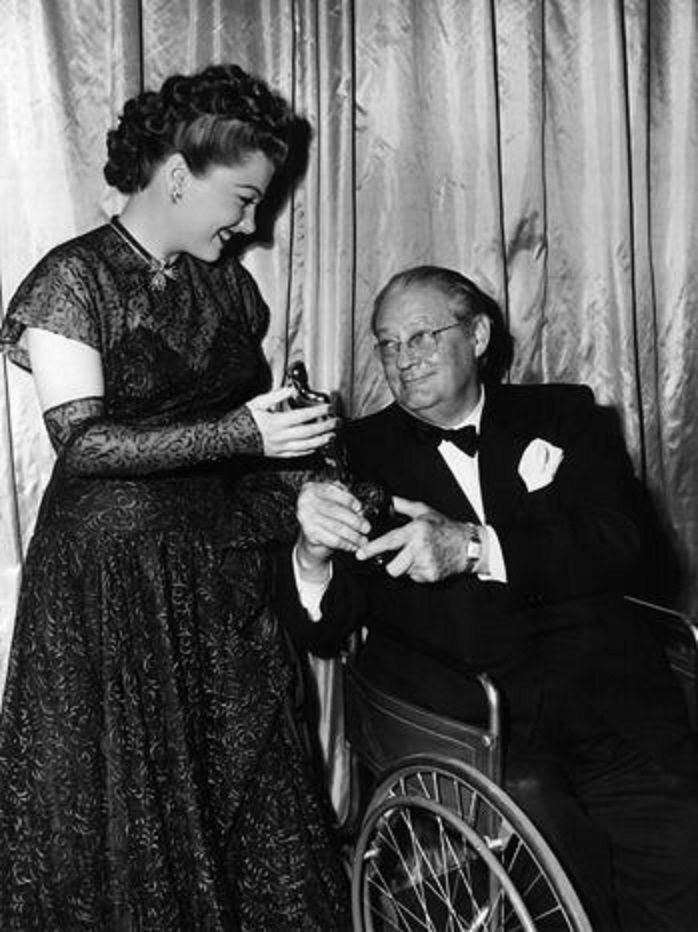At the 1947 Academy Awards with Lionel Barrymore. Miss Baxter won the Best Supporting Actress Oscar for THE RAZOR'S EDGE.