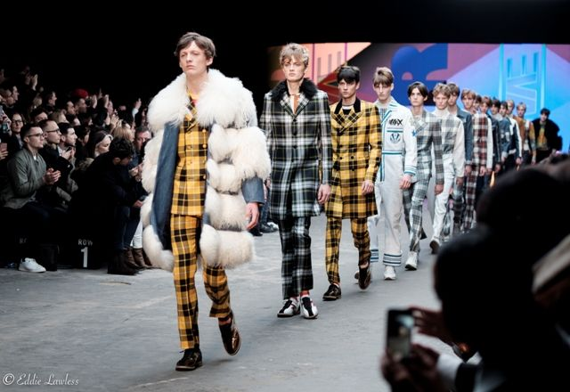 Saptamana Modei de la Londra a inceput, iar cu aceasta ocazie toata lumea a putut admira, fizic sau prin mediul virtual, ceea ce au pregatit designerii pentru sezonul toamna-iarna 2015/2016. Binein...