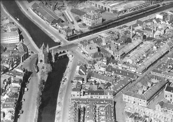 Luchtfoto Haarlem 1964 met de Amsterdamse Buurt en de Amsterdamse Poort - Serc