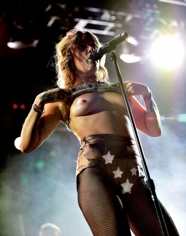 эротические концерты певиц занимаются сексом