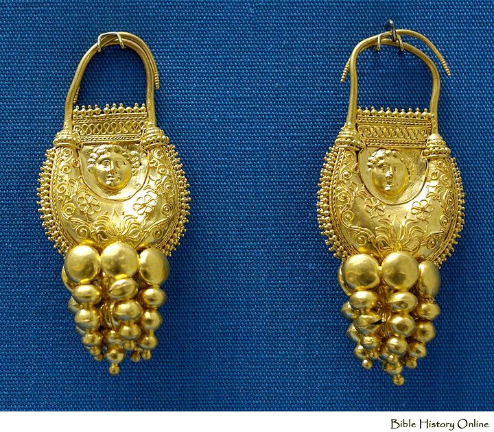 Gold earrings with pendant that of a shape of amphorae, 2nd to 1st century BC.  Earrings in Ancient Greek Jewelries