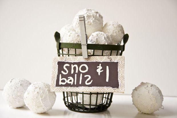 LOL Faux snowballs - love!